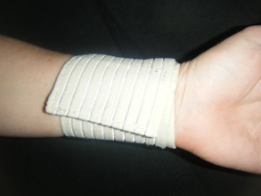 ELASTIC WRIST SUPPORT WITH VELCRO